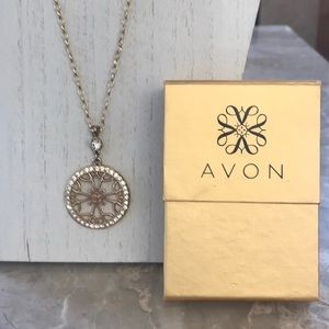 Avon Gold and Crystal Necklace EUC